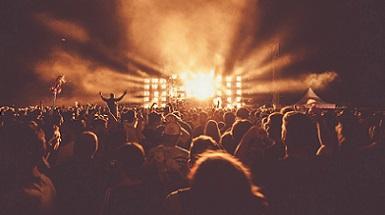 Onderzoek invloed reuma op festival bezoek