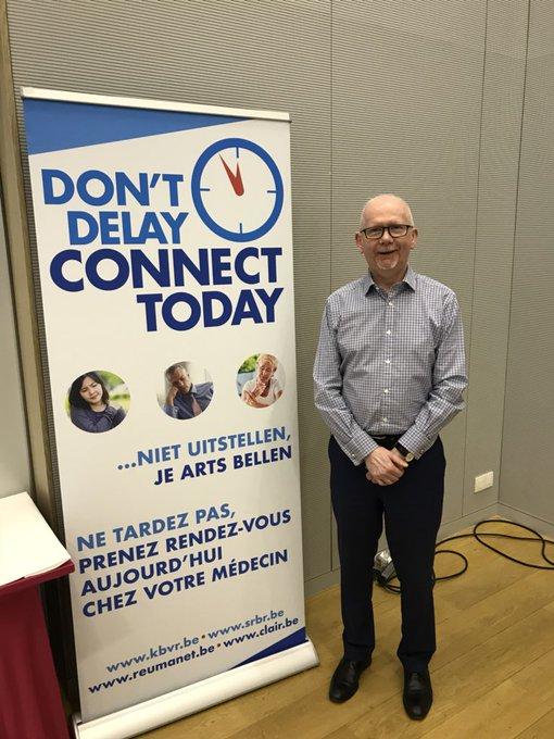 Poster Campagne Don't Delay Connect Today over het belang van een vroege diagnose.