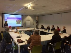 Presentatie Kim Brandes over Samen Beslissen tijdens de Themabijeenkomst van Patientpartners Reumazorg Nederland
